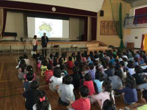 小学校での講演風景